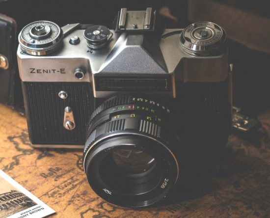 Mijn eerste kennismaking met het fenomeen spiegelreflexcamera: de Zenit-E. Deze camera's werden tussen 1965 en 1986 geproduceerd door het Russische Krasnogorski Mekhanicheskii Zavod (KMZ). (Meer lezen) Wat een verschil met een moderne spiegelreflex! (Foto: Dariusz Sankowski)