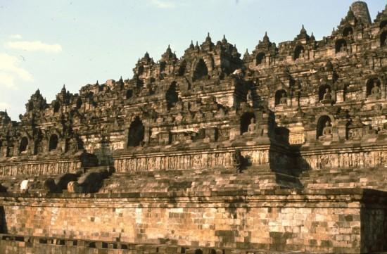 Een stukje van de Borobudur, een gigantisch en heel boeiend complex.