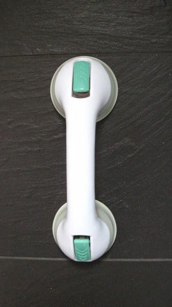 Een handig hulpje voor onderweg is deze handgreep met zuignappen voor in de badkamer.