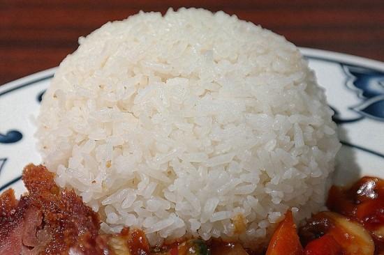 Bij sommige maaltijden en gerechten is zo'n lekker bolletje rijst bijna onontbeerlijk.
