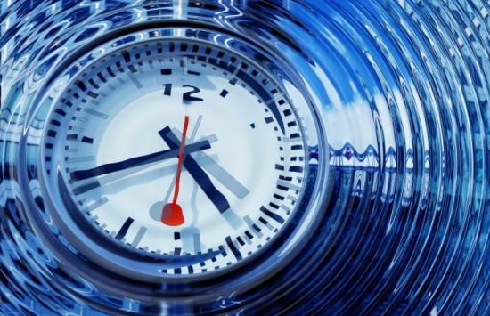 Foto van een klok. We laten ons veel te veel leven door de klok. Daar word je gestresst van. Tijdmanagement helpt je weer vriendjes te worden met de tijd.