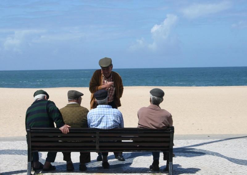 Sociale contacten kunnen de symptomen van de zikete van Alzheimer vertragen.