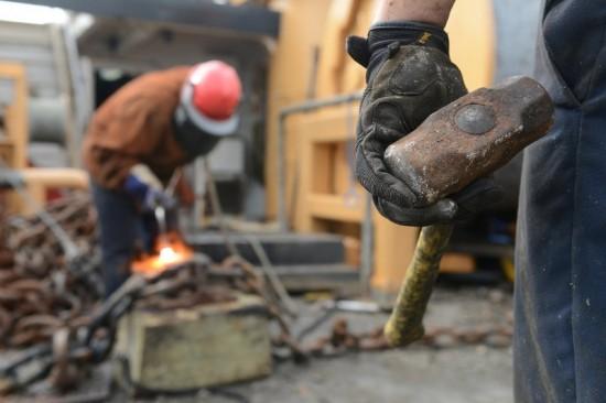 Oudere werknemers krijgen het steeds moeilijker met fysiek belastend werk.