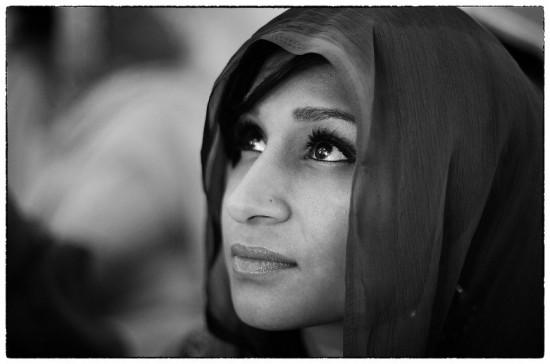 In veel niet-westerse landen worden vrouwen beperkt in hun mentale en maatschappelijke ontplooiing.