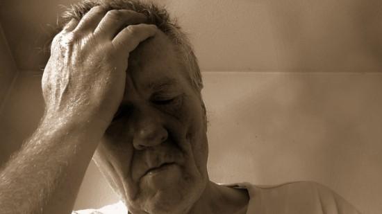 Ook senioren hebben last van de overgang naar de zomertijd. Ze worden soms overvallen door hevige slaperigheid.