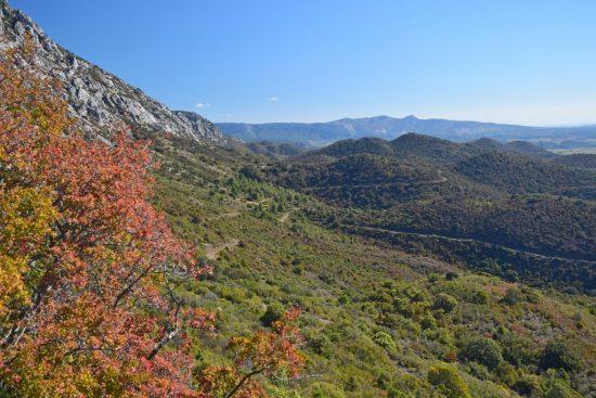 Foto van het uitzicht vanaf de Grau de Maury in de Pyrénées-Orientales, Frankrijk .