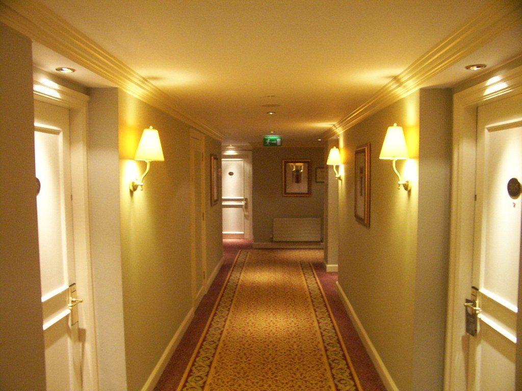 Renske Cramer Creatief artikel 13 grootste hotelergernissen foto van gang van hotel