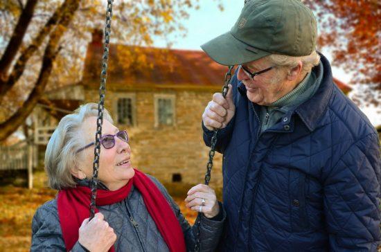 Renske Cramer Creatief artikel euthanasie bij voltooid leven foto van gelukkig oud echtpaar