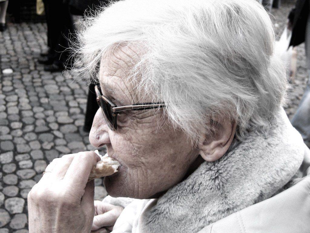 Renske Cramer Creatief artikel ontzie de gepensioneerden foto van bejaarde vrouw