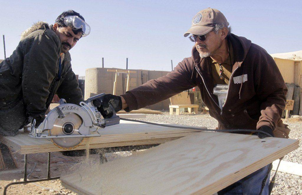 Renske Cramer Creatief artikel over uitstel pensioen en aow foto van bouwvakkers aan het werk