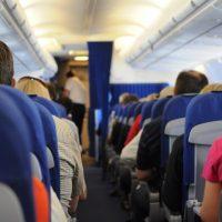 Renske Cramer Creatief artikel vakantie less is more foto van mensen in een vliegtuig