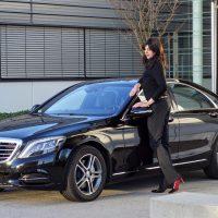 Renske Cramer Creatief vrouwendag foto van vrouw bij haar auto