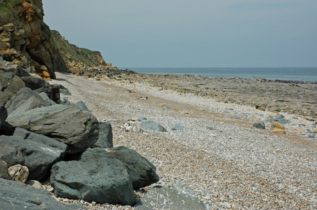 Renske Cramer Creatief foto van een kiezelstrand aan de kust van de Normandie (Frankrijk)