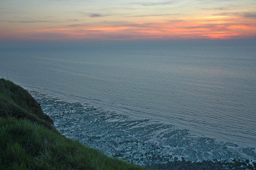 Renske Cramer Creatief foto van een zonsondergang aan de kust van de Normandie (Frankrijk)
