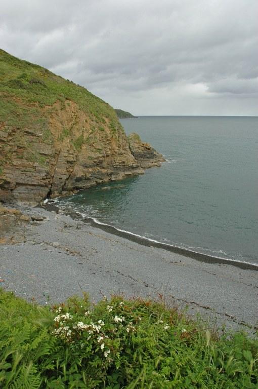 Renske Cramer Creatief foto van een kiezelstrand aan de kust van Bretagne (Frankrijk)