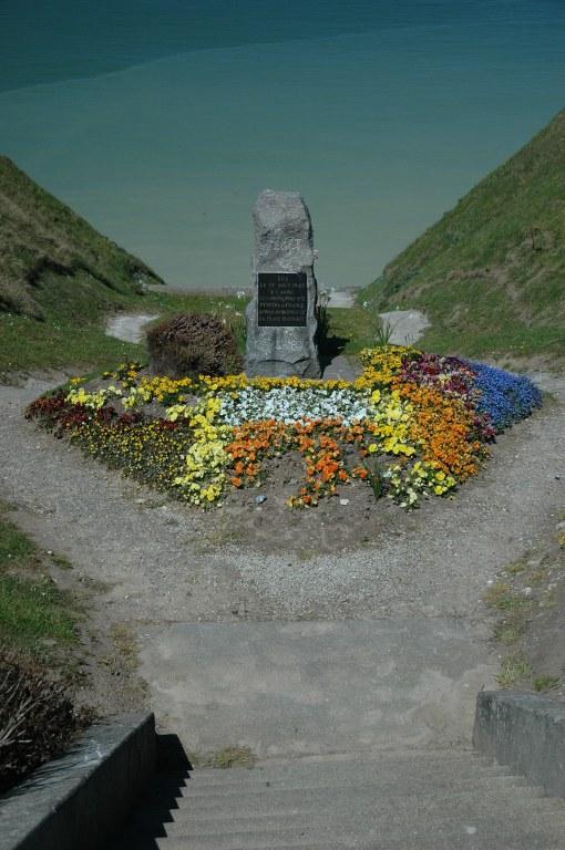 Renske Cramer Creatief foto van een oorlogsmonument aan de falaisekust van de Haute-Normandie (Frankrijk)